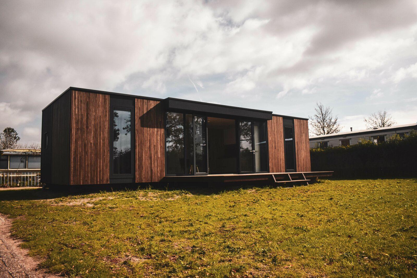 Compact Cabin Lancet Living