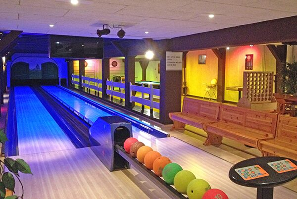 Restaurant, snack bar and bowling alley